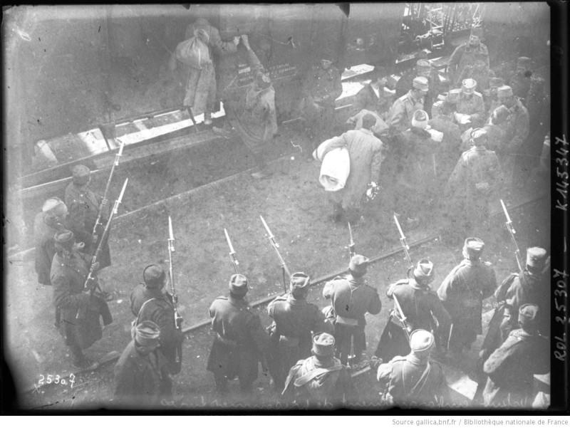 Железничка станица у Скопљу, транспорт заробљених Турака.