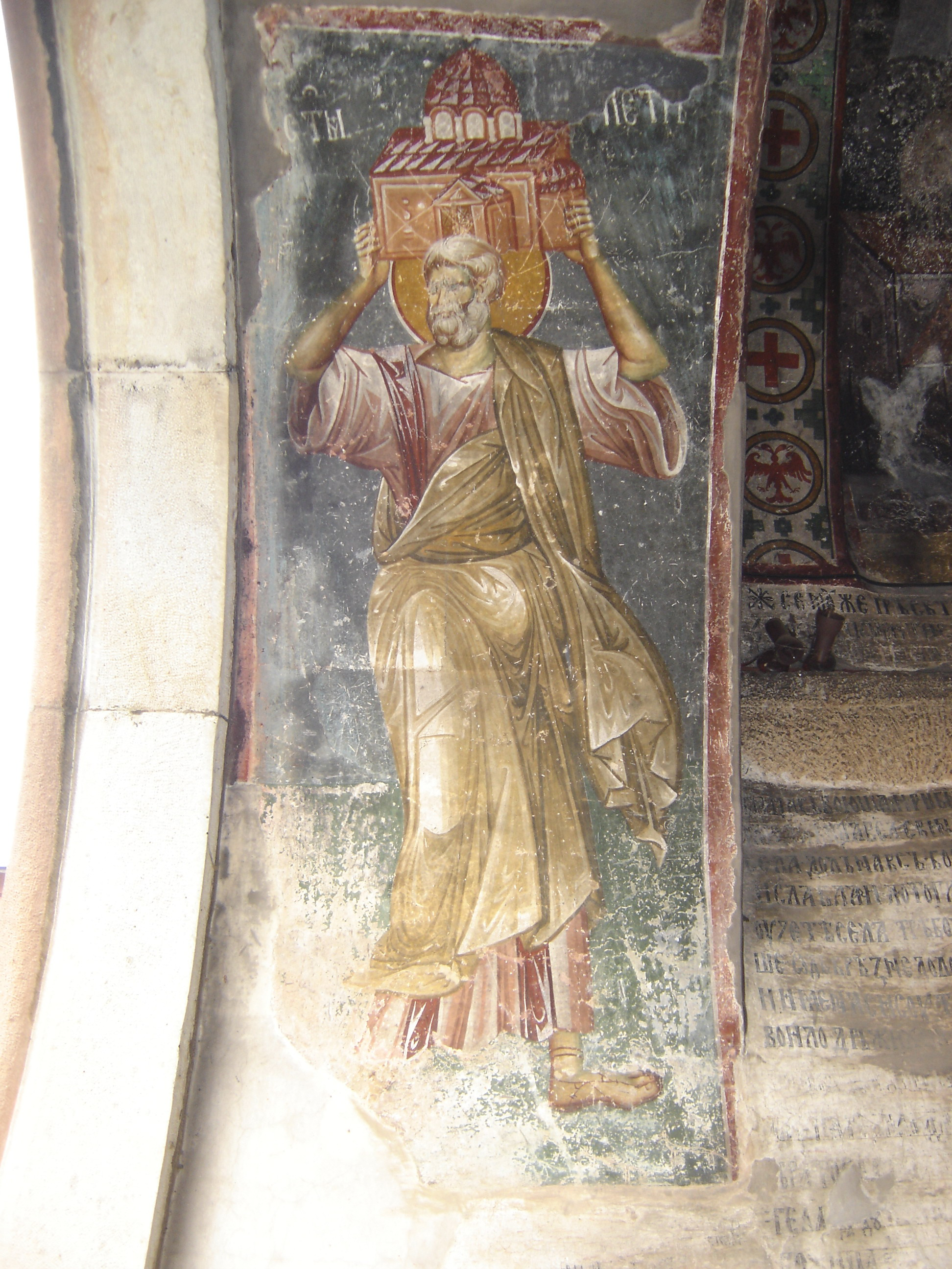 На фресци се види српски црвени двоглави орао, симбол Немањића и Србије.