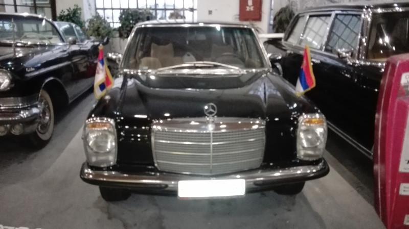 """Мерцедес """"друга"""" Тита. на колима су српске заставе зато што југословенске нису препознатљиве."""