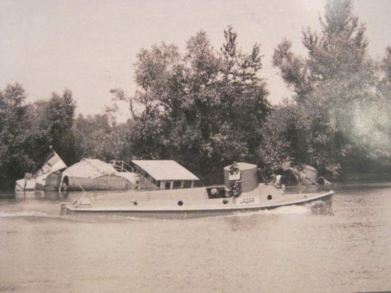 Српски оклопни патролни брод Јадар, река Сава.