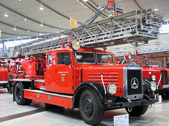 Рестаурирани камион у ватрогасном музеју.