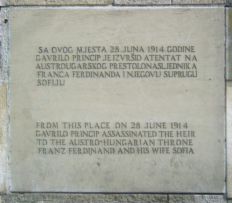 """Спомен плоча постављена након НАТО окупације и """"мировног"""" споразума. Сарајево."""