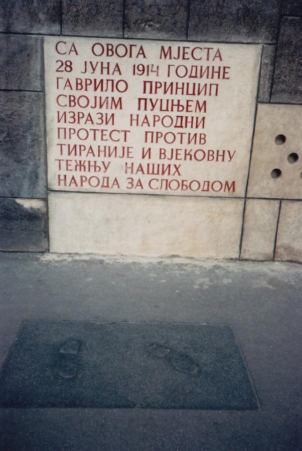 Спомен плоча постављена после завршетка рата. Сарајево.