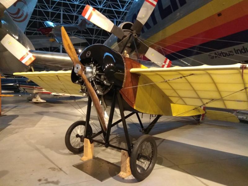 Мало првих клипних авиона
