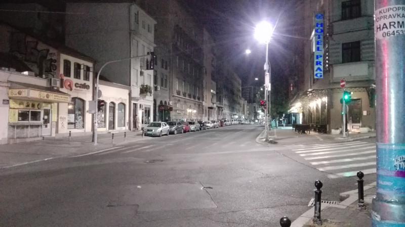 Празна улица Краљице Наталије на углу са Балканском улицом, некада улицом београдских занатлија.