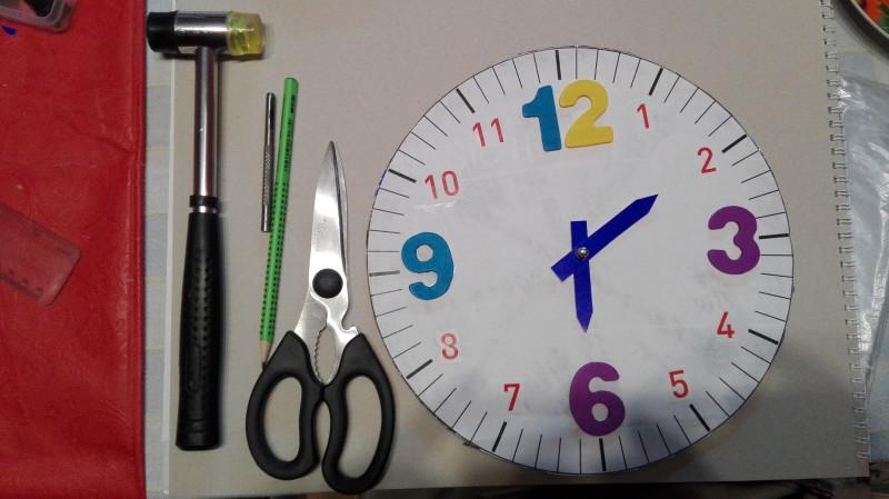 Алат који је коришћен и готов часовник.