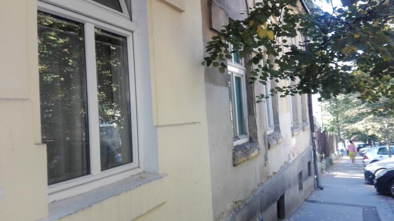 Улица Милоша Поцерца. Мало сређене фасаде, мало пропале...