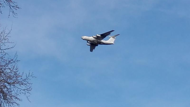 Неозначени Ил-76 који је често слетао и полетао са LYBE.