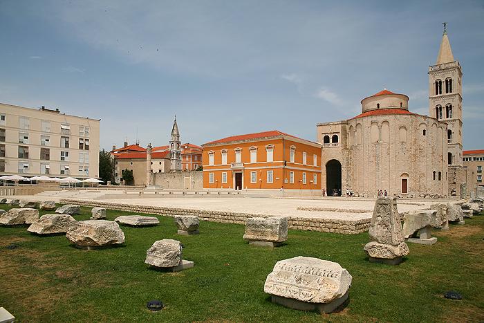 Римский форум, церковь Св.Доната и Дворец епископа
