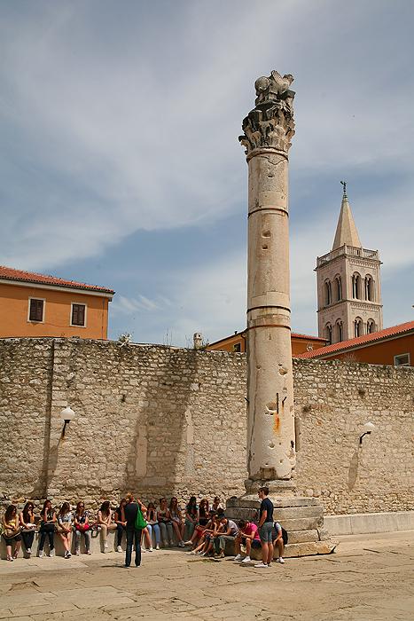 Античная коринфская колонна