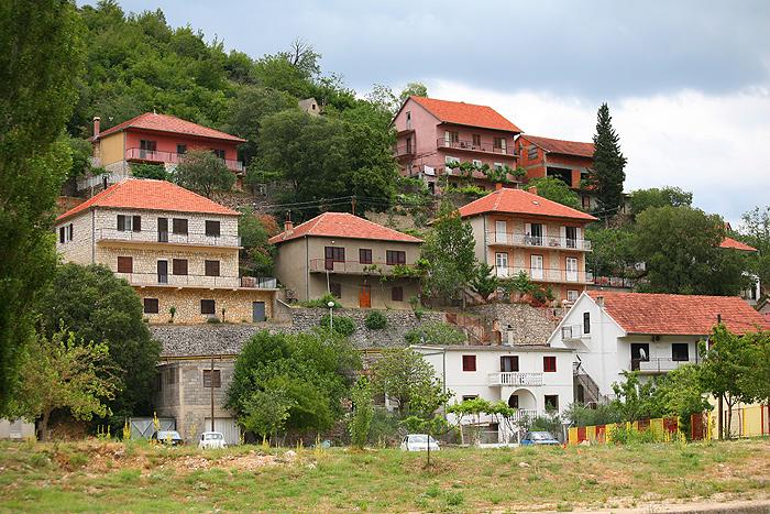 Каскады домов в Оброваце