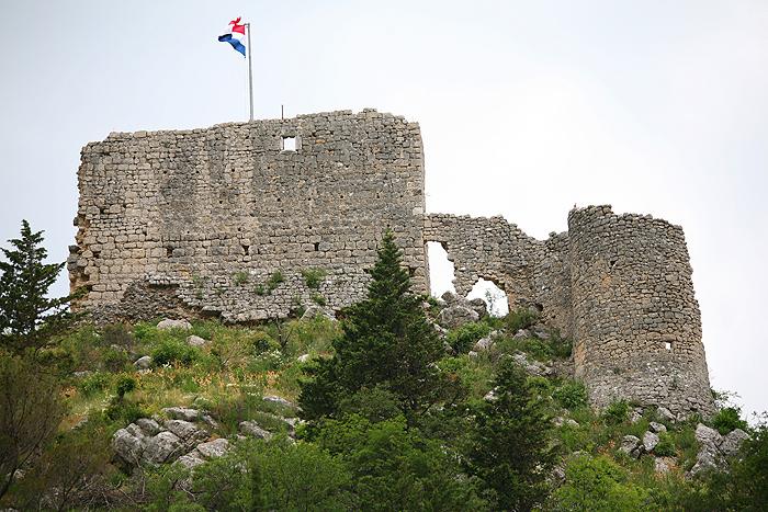 Средневековая крепость в Оброваце