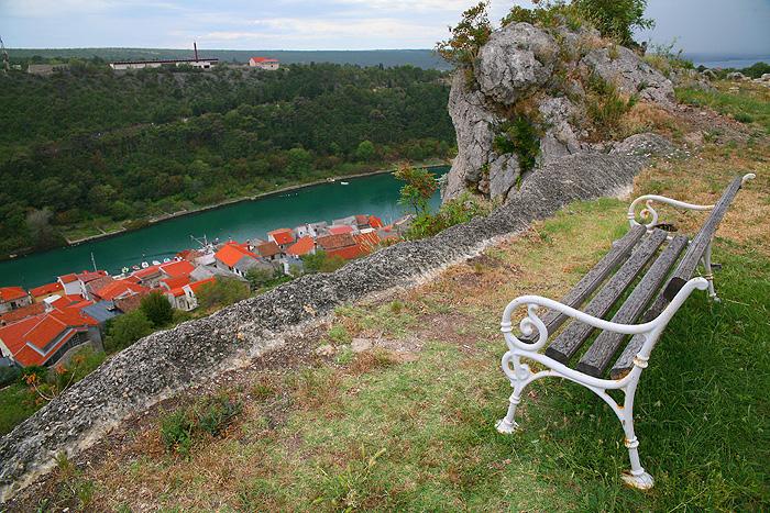 Вид со стен крепости на город