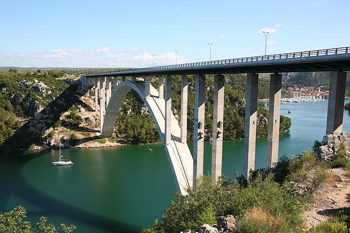 Мост через русло реки Крка