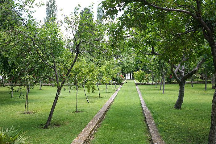 Парк францисканского монастыря Висовац