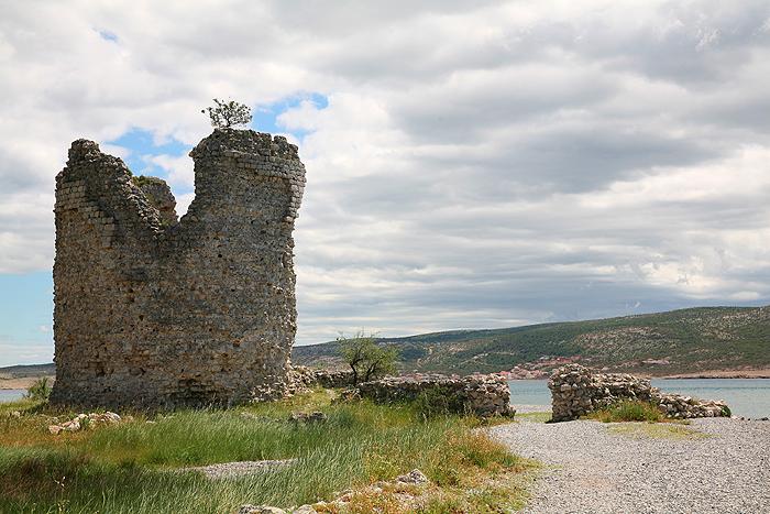 Башня Вечка на побережье Адриатического моря