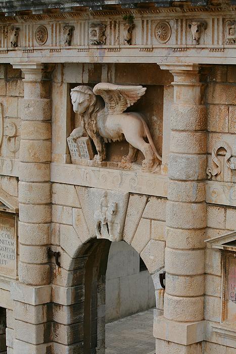 Венецианский лев Святого Марка на Городских воротах