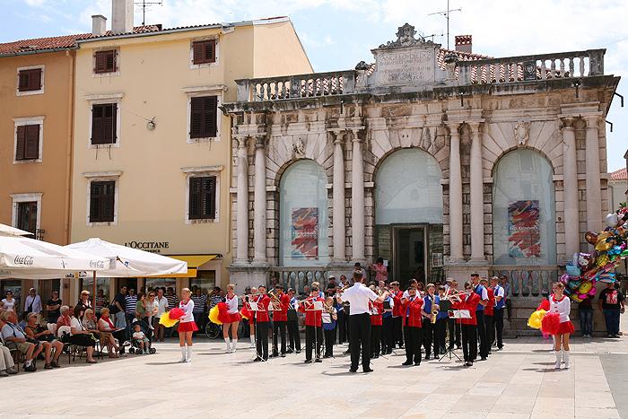 Музыкальный коллектив из Литвы «Родничок» на Народной площади Задара