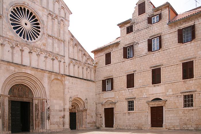 Портал Кафедрального собора Святой Анастасии