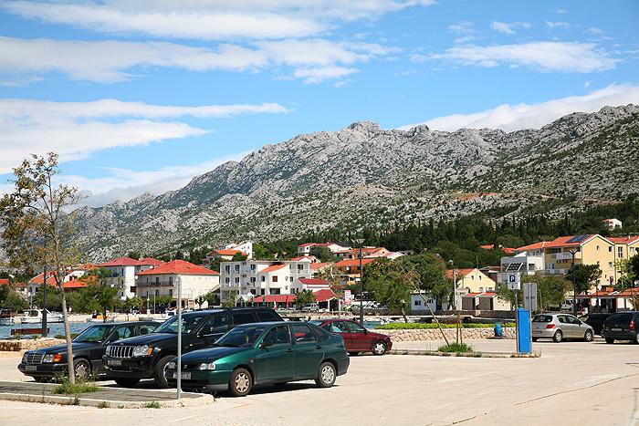 Населенный пункт Стариград-Пакленица у подножия Велебит