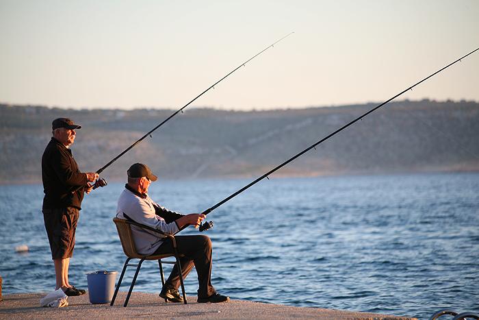 Рыбаки на причале Стариграда-Пакленицы