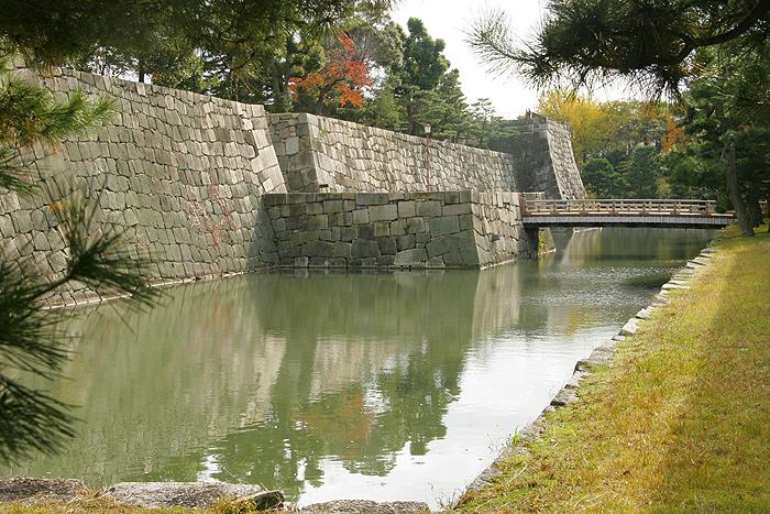 Ров перед оградительной стеной замка Нидзё, Киото
