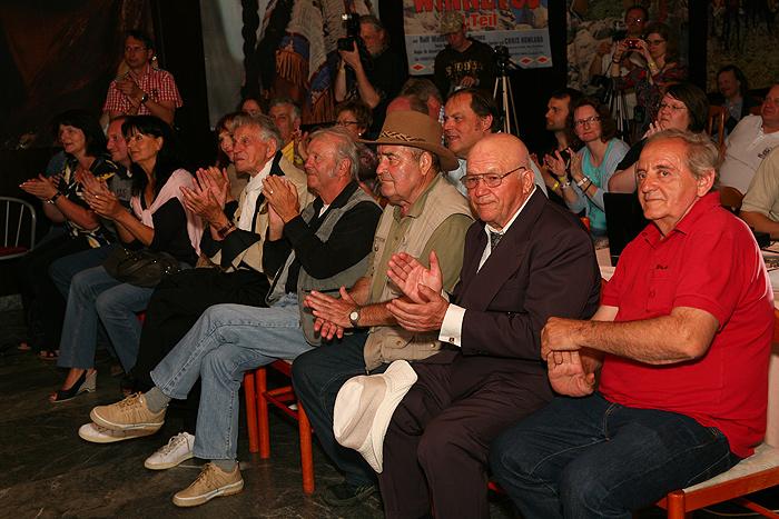 Почетные гости фестиваля на концерте Дуни Райтер