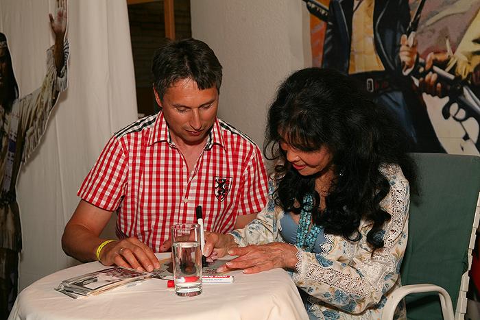 Автограф-сессия с Дуней Райтер