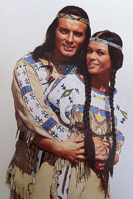 Виннету (Пьер Брис) и Ншо-Чи (Мари Версини)