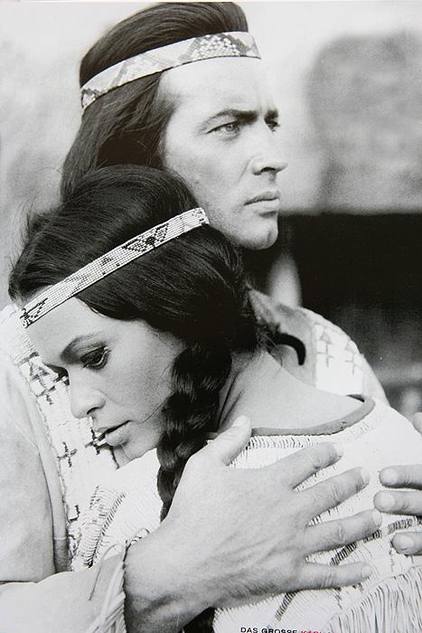 Виннету (Пьер Брис) и его сестра Ншо-Чи (Мари Версини)