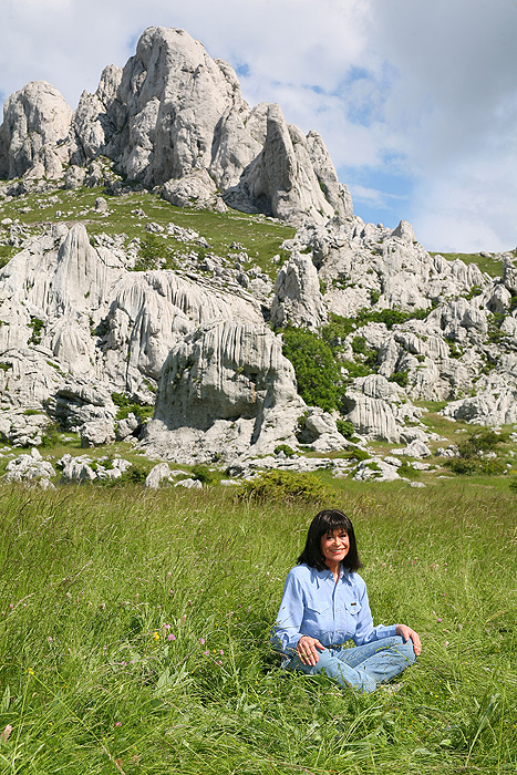 Мари Версини на фоне Мали Алан