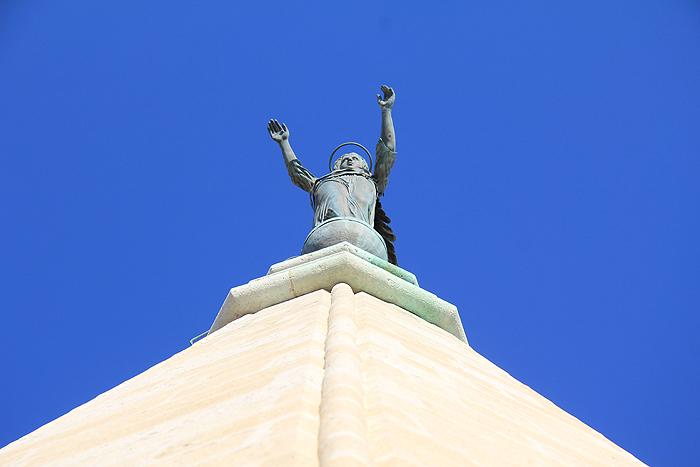 Шпиль колокольни собора Святой Анастасии