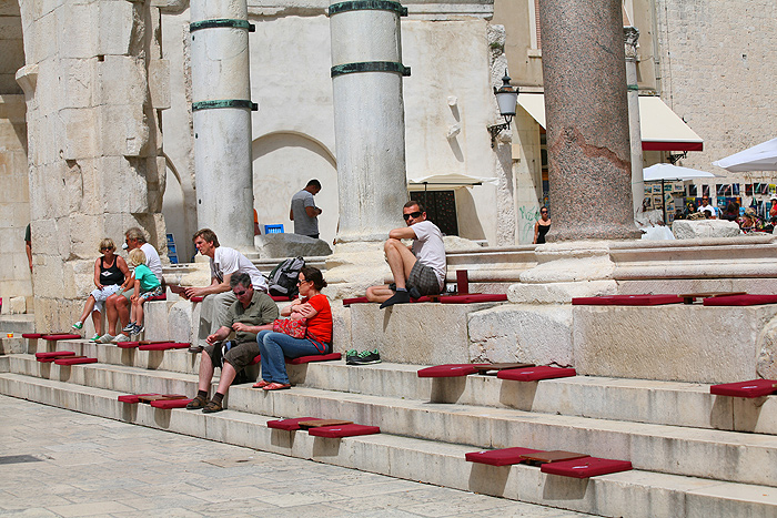 На площади Перистиль во дворце Диоклетиана