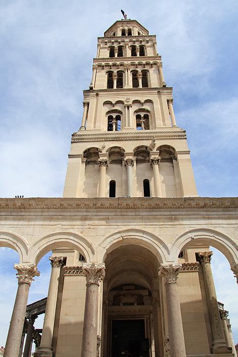 Колокольня собора Святого Домния