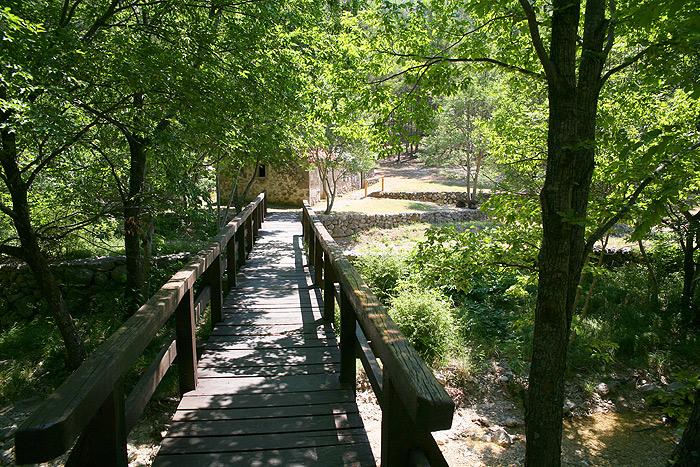 Мост к старой водяной мельнице