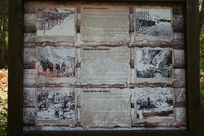 Информационный стенд в каньоне