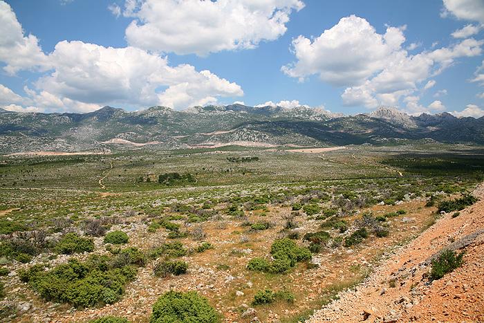 Плато перед горным массивом Велебит