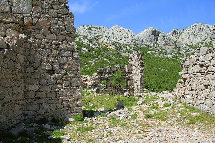 Руины по дороге на Тулову Гряду