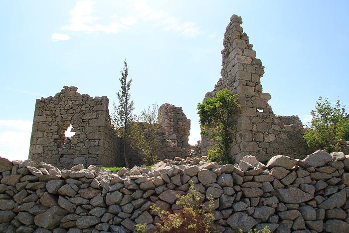 Руины в районе церкви Sveti Franjo