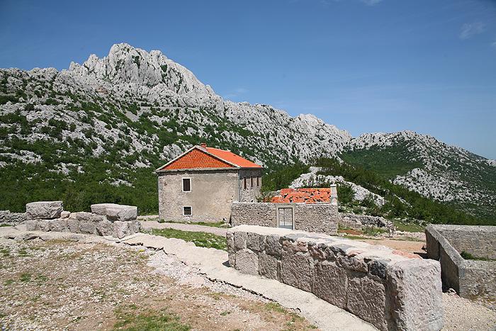 Постройки у церкви Sveti Franjo