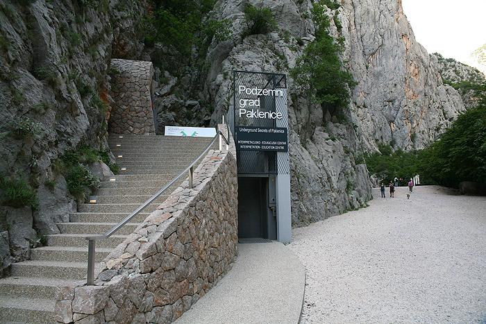 Вход в «Подземный город Пакленица»