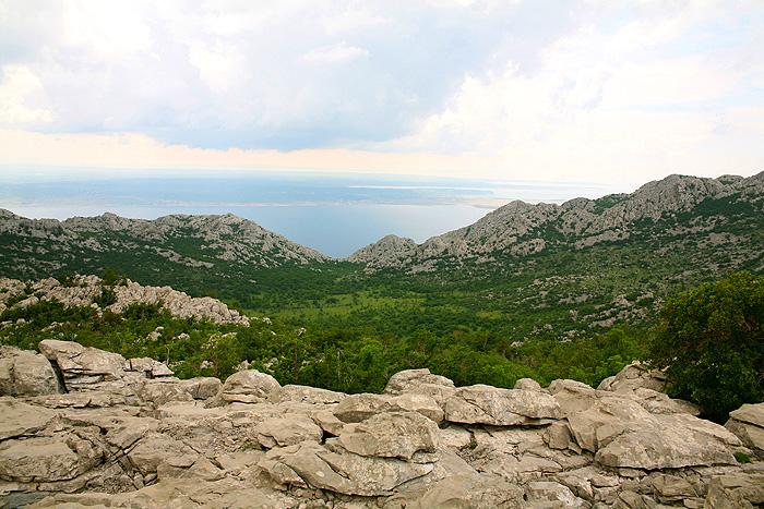 Вид с велебитских склонов на Адриатику