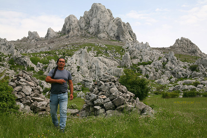 Актер Эмир Муллер на фоне Туловой Гряды