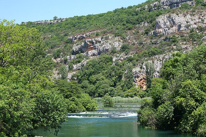 Живописные окрестности водопада Рошки