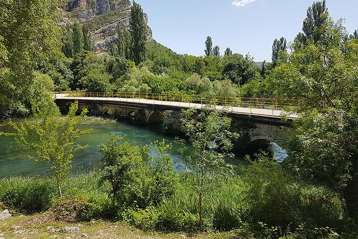 Мост, соединяющий два берега