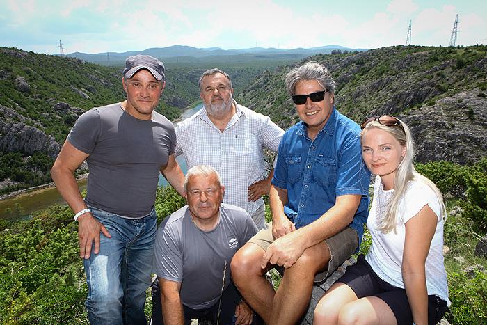 Команда организаторов (Сандро, Йоле, Марин и Сабрина) с Кристофером Баркером (фото: © Dinko Denona)