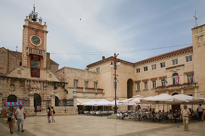Дворец городской стражи и Ратуша на Народной площади