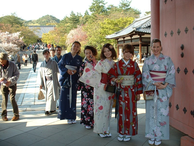 20110424_Kyoto_16_Ninnaji_devushki_v_kimono.jpg