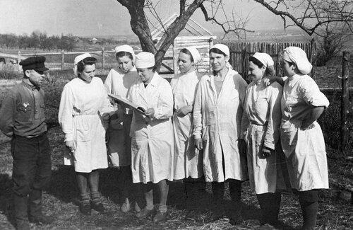 Супоневская больница: политзанятия, 1949..195х