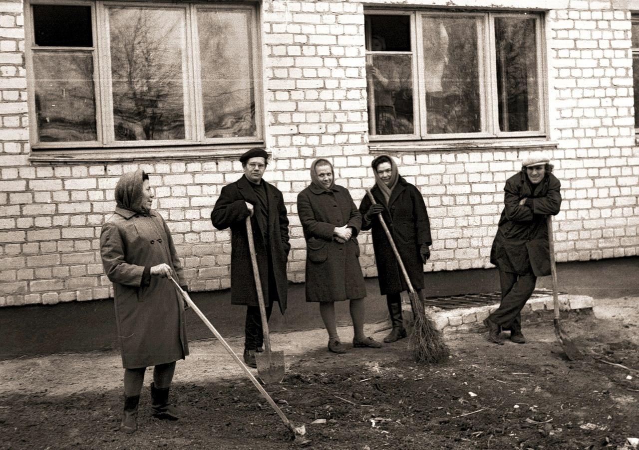 На стройке нового корпуса Брянского райисполкома, 1971